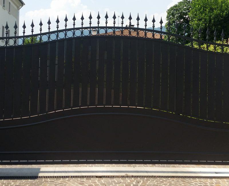 cancello in ferro ad un anta zincato a caldo e verniciato