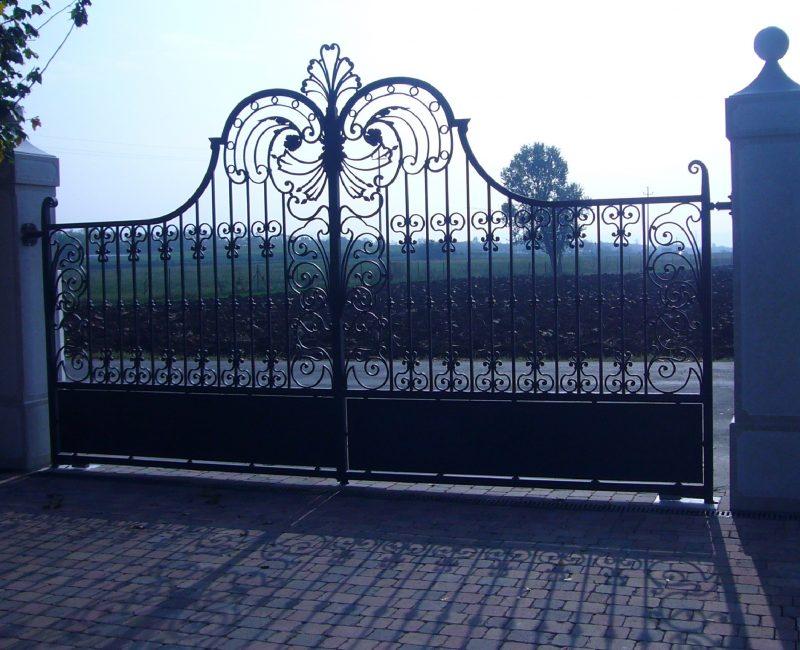 cancello in ferro a due ante zincato a caldo e verniciato